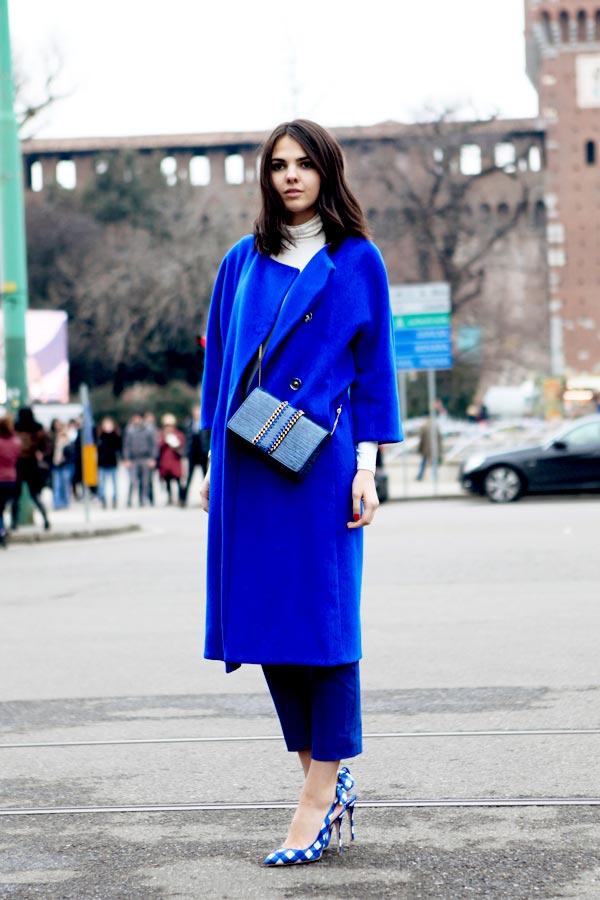 streetstyle-cappotto-blu-elettrico-maglione-dolcevita-4XD8
